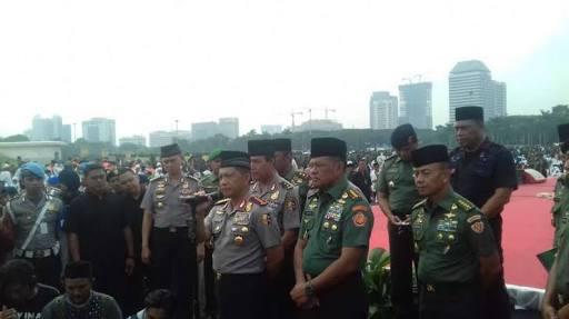 Photo of Kapolri dan Panglima TNI Minta Masyarakat Ikut Kawal Pilkada Agar Sukses