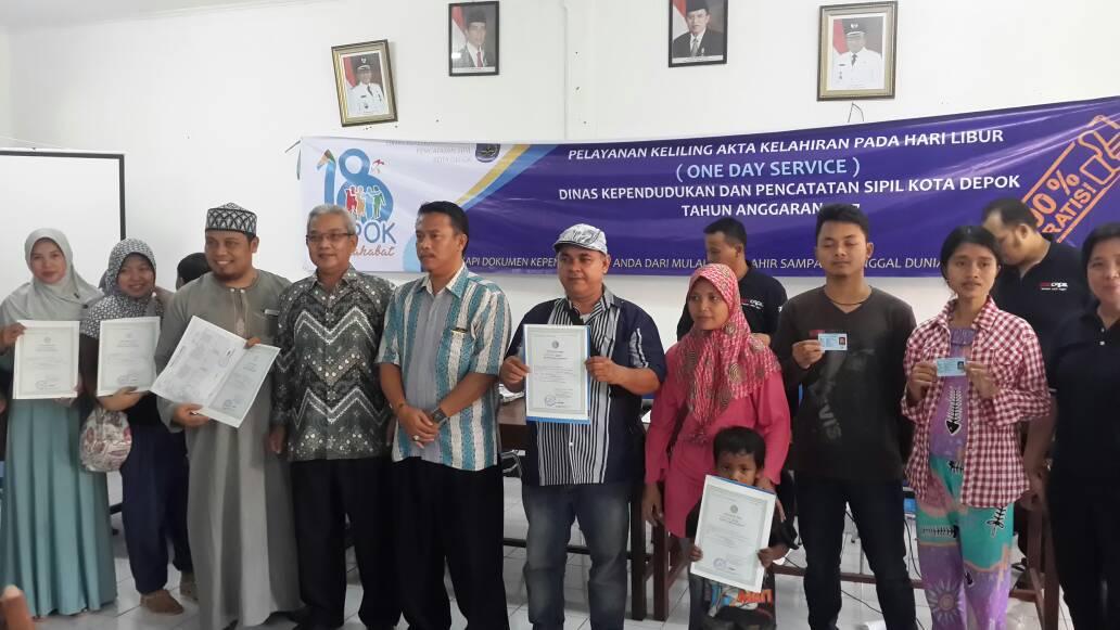 Photo of Warga Serbu One Day Service Di Kelurahan Sukmajaya