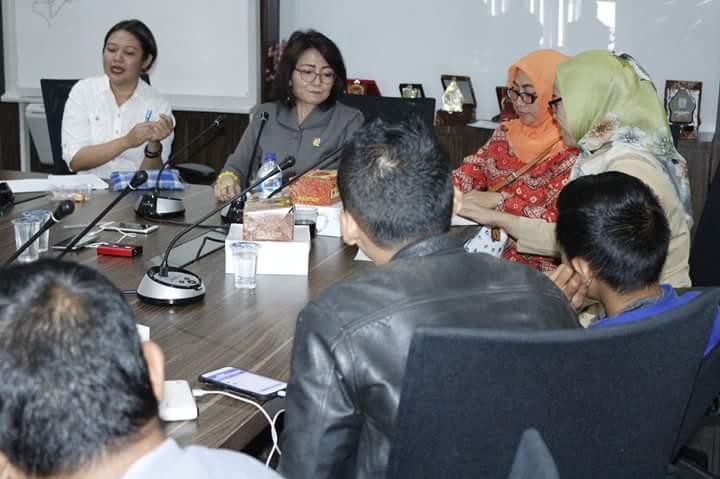 Photo of Empat Srikandi PDI Perjuangan Terima Aspirasi Warga Tolak SSA